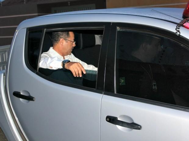 Sobrinho seguiu em viatura sem identificação para o IML de Porto Velho (Foto: Vanessa Vasconcelos/G1)