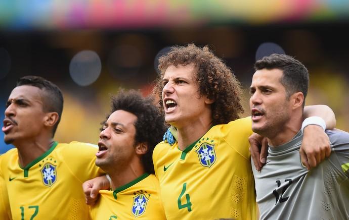 Luiz Gustavo, Marcelo, David Luiz e Julio Cesar Hino Brasil x México (Foto: Getty Images)