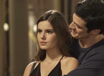 Luíza fica furiosa com aproximação de Eric e Sandra Helena