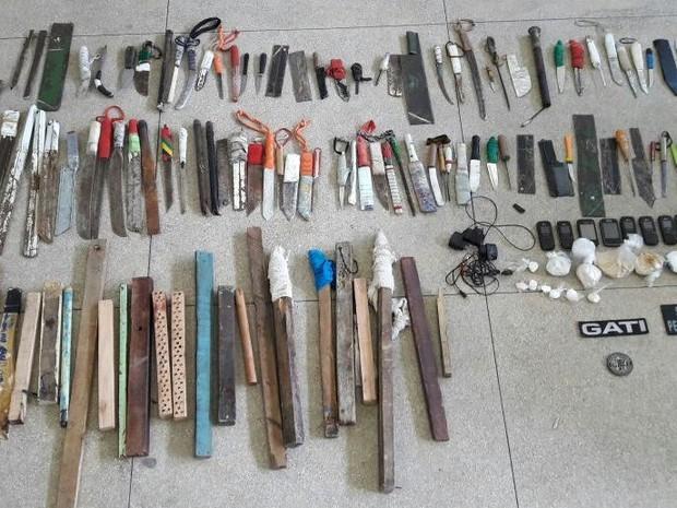 Material foi apreendido no presídio de Caruaru, na terça-feira (13) (Foto: Divulgação/Seres)