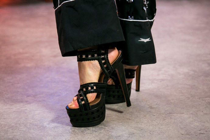 Sandália meia-pata preta maravilhosa! (Foto: Isabella Pinheiro/Gshow)