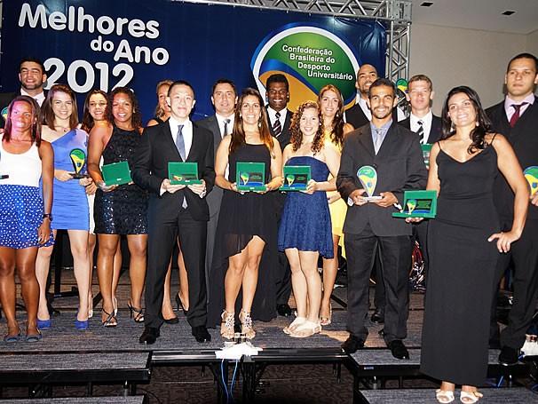 Atletas que se destacaram em 2012 em cerimônia de premiação da CBDU (Foto: Divulgação)