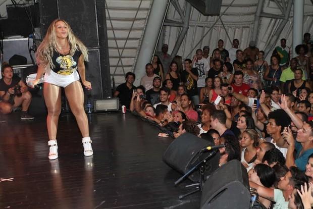 Valesca Popozuda faz show no Rio (Foto: Anderson Borde/ AgNews)