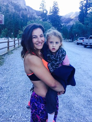 Miesha Tate ajudou a salvar a pequena Kai no último domingo, na trilha de Mary Jane Falls, em Vegas (Foto: Reprodução/ Facebook)