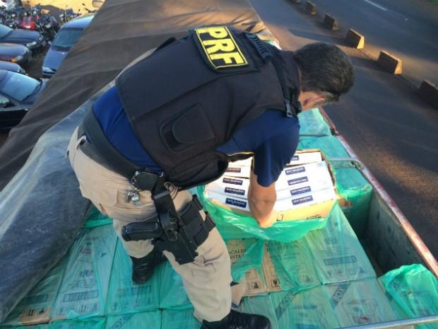 Motorista, de 28 anos, foi preso em flagrante; veículo foi apreendido no posto da PRF em Céu Azul (PR). (Foto: PRF / Divulgação)