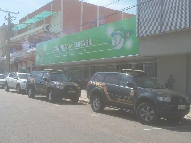 Polícia Federal cumpriu mandados em uma loja no centro de Palmas (Foto: Ana Paula Rehbein/Divulgação)