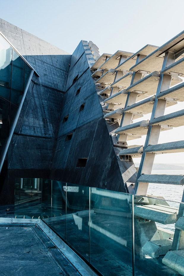 Museu de Kengo Kuma na Escócia inspira-se em penhascos (Foto: Divulgação)