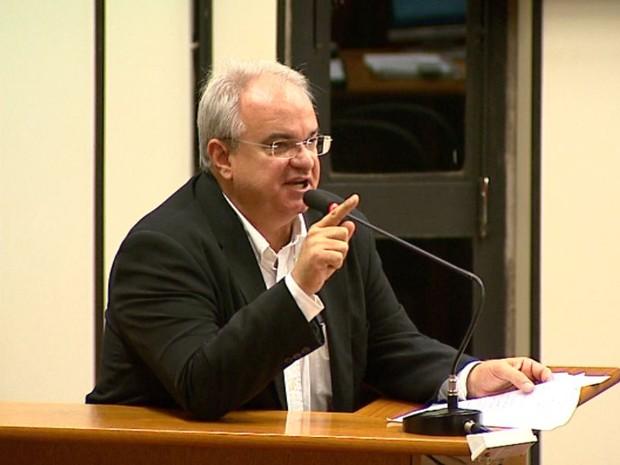 O vereador Capela Novas considera inconstitucional a anulação do IPTU pela Câmara (Foto: Chico Escolano/EPTV)