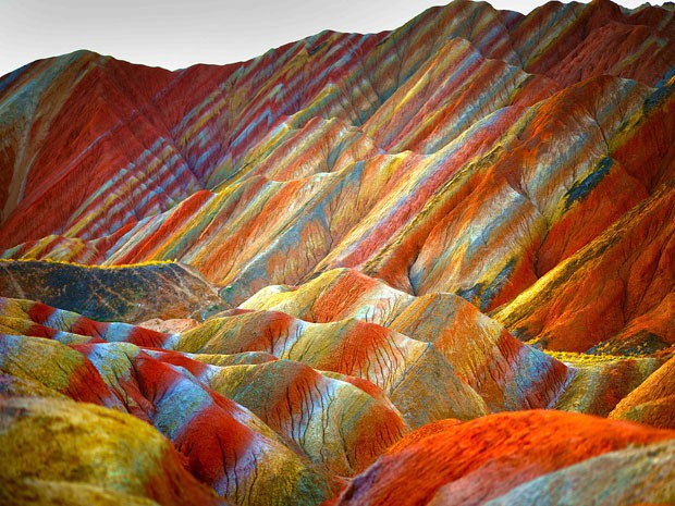 Montanhas coloridas do Parque Geol�gico Zhangye Danxia, na China (Foto: Xin Ran/Imaginechina)