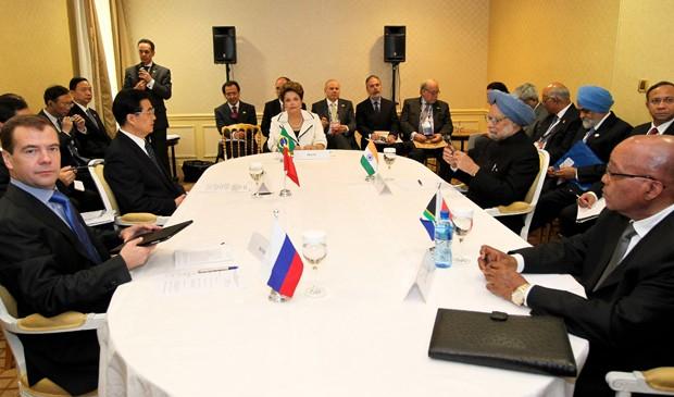 Reunião da presidente Dilma Rousseff com líderes do brics, na França, em novembro de 2011 (Foto: Roberto Stuckert Filho/PR)