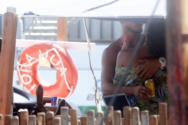 José Loreto e Débora Nascimento em Fernando de Noronha (Foto: Felipe Assumpção / AgNews)