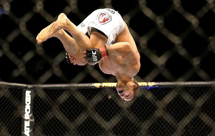 Chad Mendes comemoração UFC AP (Foto: AP)