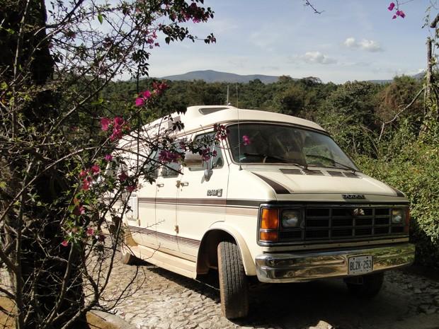 A bordo de uma van, casal britânico se lançou em uma aventura pelo mundo (Foto: Raquel Freitas/G1)