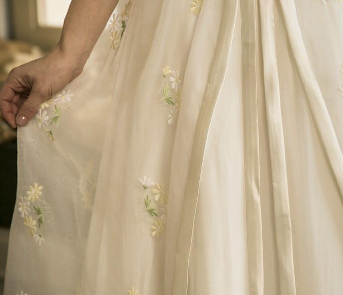 Bordados floridos dão toque romântico ao vestido de noiva de Maria em 'Êta Mundo Bom!' (Foto: Raphael Dias/Gshow)