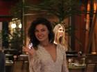 Isis Valverde faz compras no Rio usando um vestido curtinho