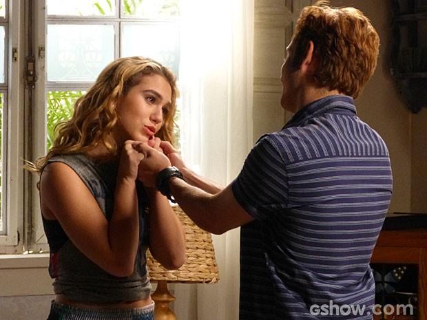Meg se despede de Serguei, seu companheiro de salão (Foto: Malhação/ TV Globo)