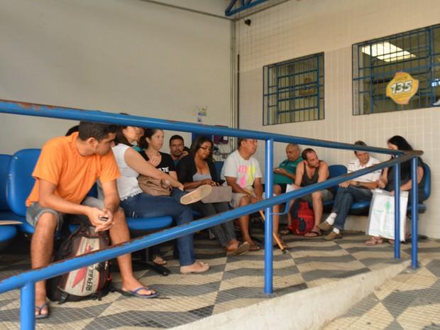 Beneficiários do INSS em agência de Campinas (Foto: Priscilla Geremias/ G1)