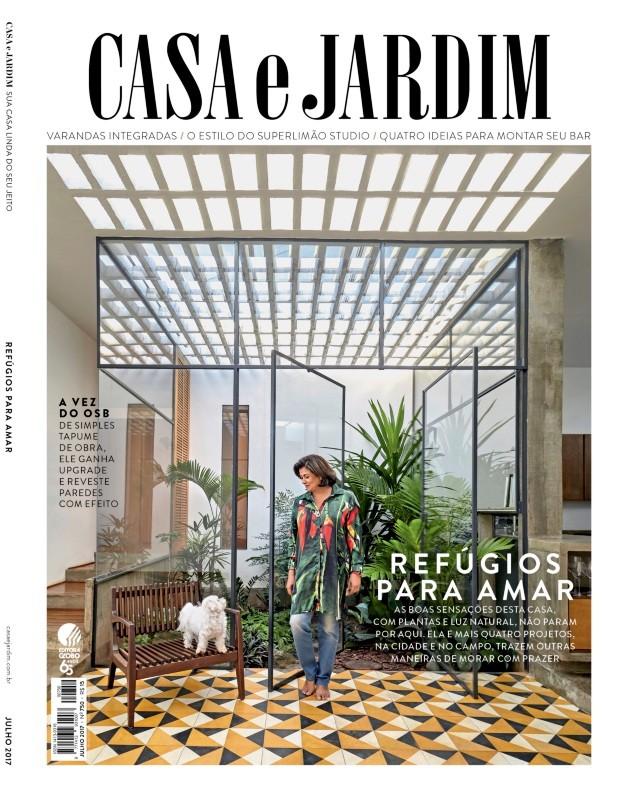 Nossa capa › A advogada Celi Ferreira em sua casa em Avaré, no interior de São Paulo (Foto: Victor Affaro / Editora Globo | Produção Cris Guimarães)