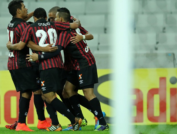 Marcelo Atlético-pr gol criciúma Série A (Foto: Agência Getty Images)