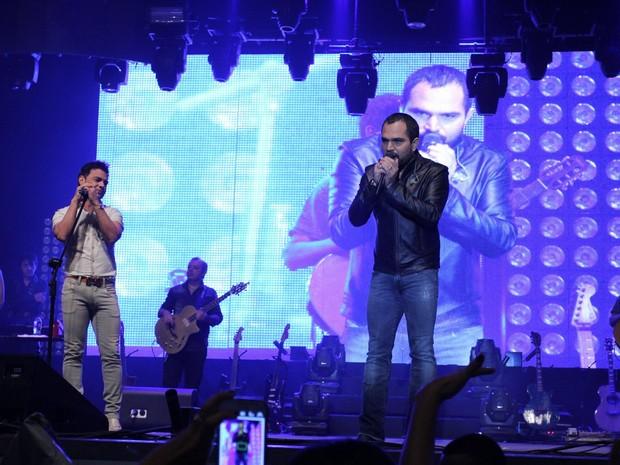Zezé Di Camargo e Luciano em show no Rio (Foto: Alex Palarea/ Ag. News)