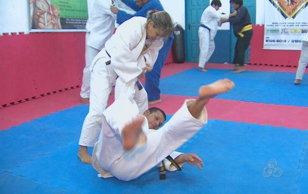 Judoca Núbia Guedes treinando (Foto: Reprodução/TV Amapá)