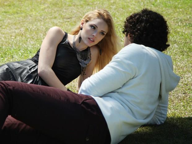 Epa!!!!! Agora Megan é que está com Arthur (Foto: Carol Caminha/Gshow)