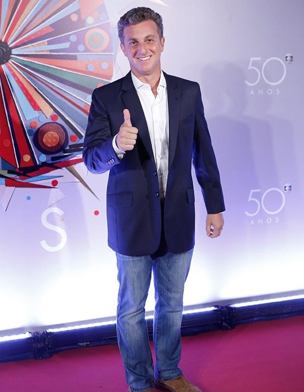 Luciano Huck chega para o evento especial pelos 50 anos da Globo (Foto: Fábio Rocha/Gshow)