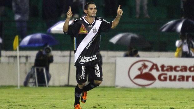 Caio comemora gol da Ponte Preta no dérbi (Foto: Gustavo Tilio/ Globoesporte.com)