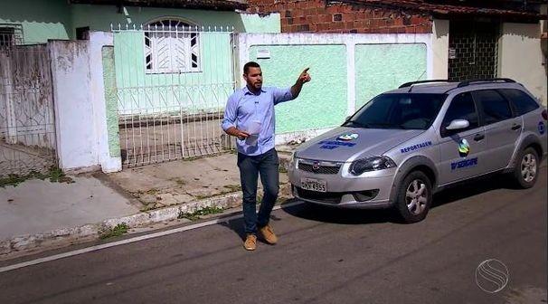 Danilo Mecenas faz reportagem sobre os 45 anos da TV Sergipe (Foto: Divulgação / TV Sergipe)