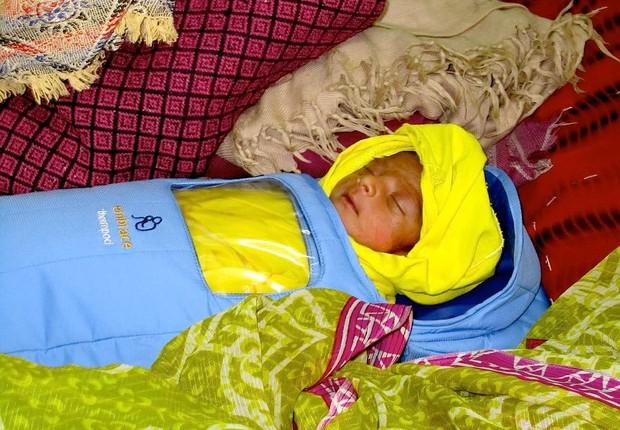 A Embrace Warmer é uma espécie de bolsa térmica de baixo custo e fácil manutenção que ajuda a evitar a morte de recém nascidos por hipotermia (Foto: Reprodução/Embrace Warmer)
