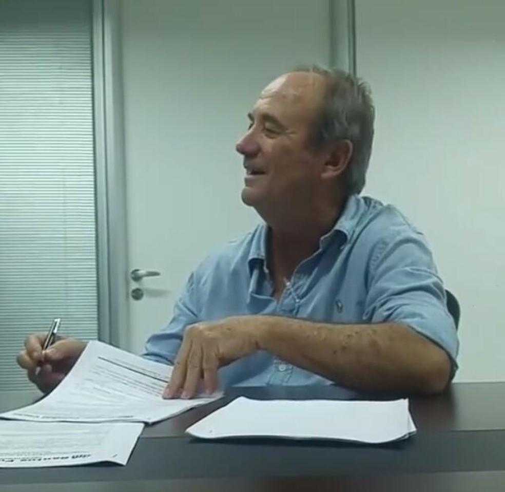 Levir Culpi assina contrato com o Santos (Foto: Reprodução)