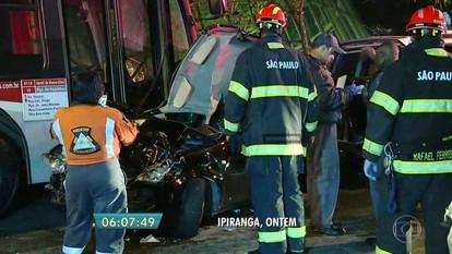 Quatorze veículos se envolvem em acidente na Zona Sul de SP