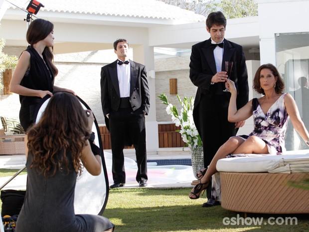 Branca diva em ensaio fotografado por Marina (Foto: Raphael Dias/TV Globo)