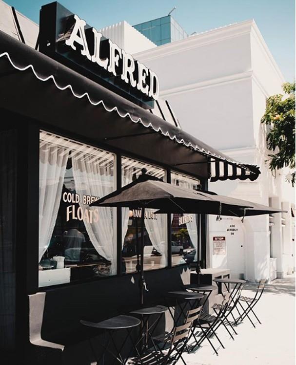 Guia de LA segundo Hailey Baldwin (Foto: Reprodução Instagram)