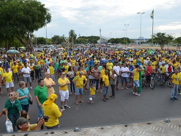 Manifestantes se reuniram na Praça do Cnetro Cívivo neste domigo (13) (Foto: Marcelo Marques/ G1 Roraima)