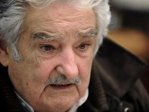 O presidente uruguaio, José Mujica, durante entrevista na sede do governo, nesta quarta-feira (5) (Foto: Miguel Rojo / AFP)