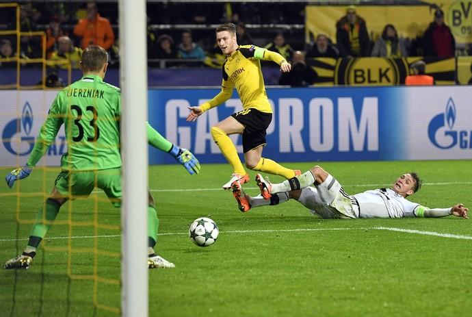Reus faz o oitavo gol do Borussia Dortmund sobre o Légia Varsóvia (Foto: AP Photo/Martin Meissner)