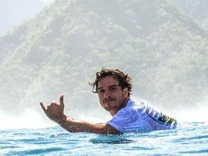 Surfista mora na Guarda do Embaú, em Palhoça (Foto: Henrique Pinguim/Divulgação)