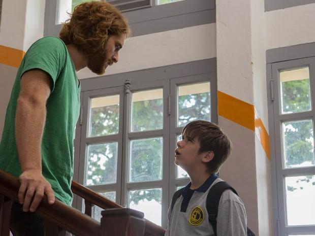Cirillo Luna, como Hugo 'Foguinho', e Thiago e Thiago Rosseti como Alberto, em cena de 'O escaravelho do diabo' (Foto: Aline Arruda/Divulgação)