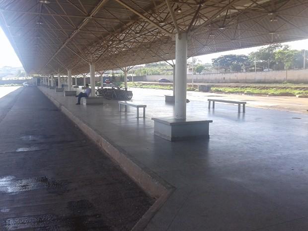 Terminal de ônibus de São Sebastião vazio, por causa da paralisação dos rodoviários do DF (Foto: Dayane Oliveira/G1)