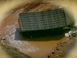 casa ficou virada com o teto para baixo (Foto: Reprodução/RBS TV)
