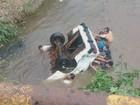 Quatro pessoas morrem após carro cair dentro de córrego em Leme, SP