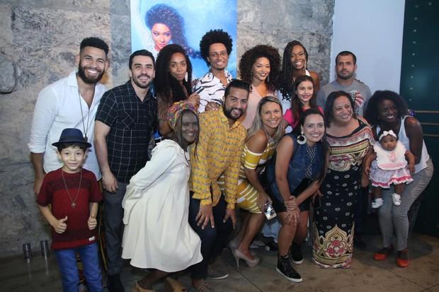 A equipe que participou do ensaio (Foto: Daniel Pinheiro/Agnews)