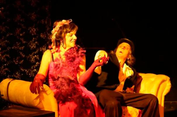 A peça viaja pelas memória da prostituta e cantora de cabaré Maria Cristina (Foto: Divulgação)