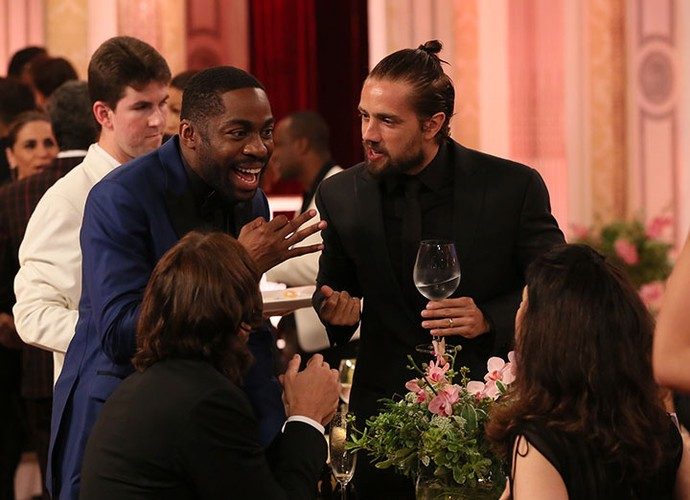 Rafael Cardoso e Lázaro Ramos se divertem nos bastidores (Foto: Isabella Pinheiro/Gshow)