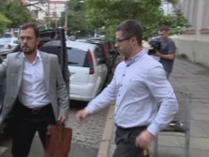 Motorista deixa Palácio da Polícia após prestar depoimento em Porto Alegre (Foto: Reprodução/RBS TV)