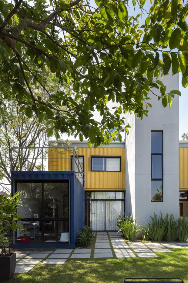 Casal vive em casa feita com containers há 6 anos (Foto: Plínio Dondon/Divulgação)