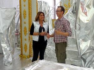 Regina Lima conversa com o carnavalesco Sérgio Ávila (Foto: Jessica Mello/RBS TV)