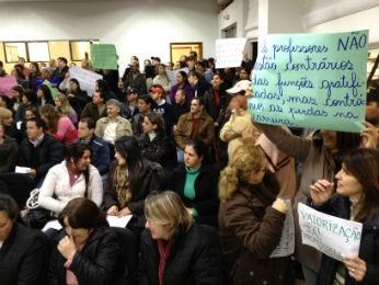 Sessão desta segunda (24) precisou ser suspensa por dez minutos (Foto: Cícero Bittencourt / RPC TV)