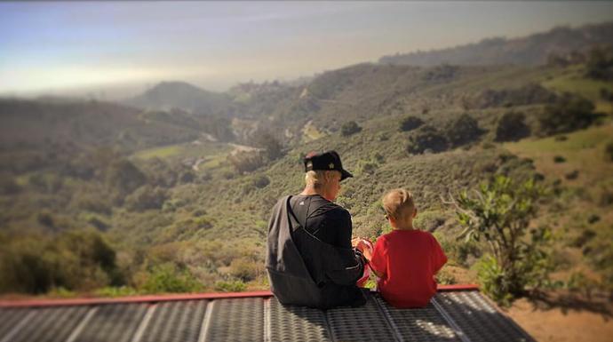 Justin Bieber em momento fofura com o irmão (Foto: Arquivo Pessoal)